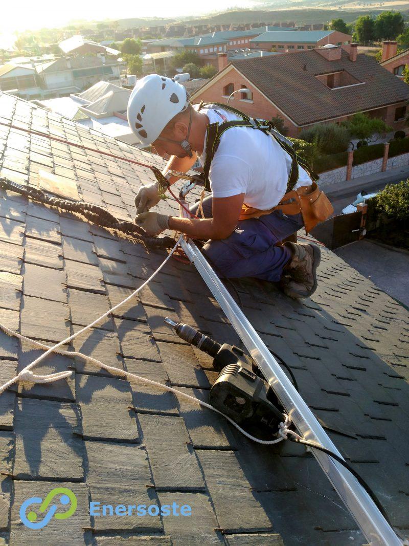 ¿Energía solar, día y noche? Sí, con paneles con batería