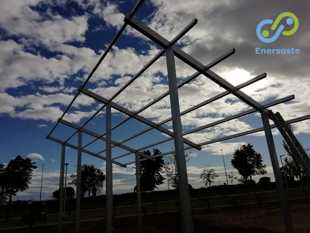 Estructura para la colocación de placas solares en Albalat dels Sorells (Valencia). Energías renovables. Energía solar. Paneles fotovoltaicos, Autoconcusmo. Enersoste. Segorbe (Castellón)