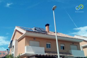 instalación de placas solares en Rocafort. Enersoste Energías Renovables