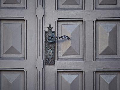 """El """"puerta a puerta"""": Cómo evitar timos en la venta de energía e instalaciones solares"""