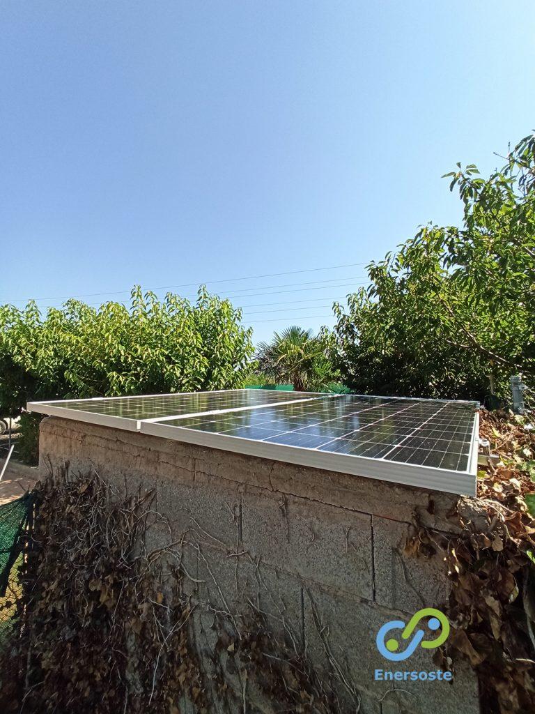 Placas solares en casa de campo para depuradora